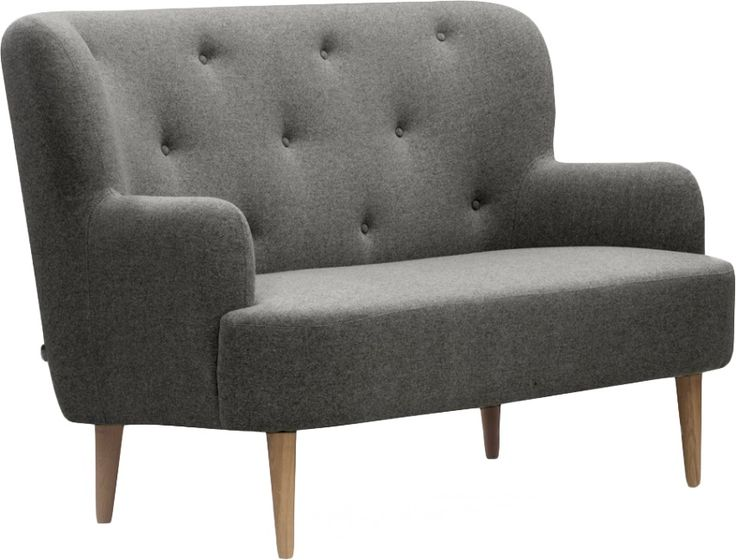 Wilbo 2seter sofa i lys grå. Finnes i mørk grå, lys blå og rødt. Dimensjoner: L152 x D92 x H98cm, setehøyde: 48cm, setedybde: 63cm. Kr. 8990,-