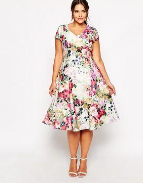 Aumentar Vestido a media pierna escotado con estampado floral de Truly You