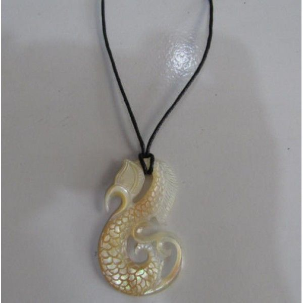 Kalung kerang motif kuda laut