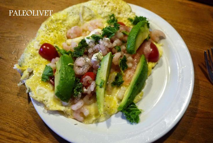 Paleolivet: Paleo morgenmad - Omelet med rejer og avokado.