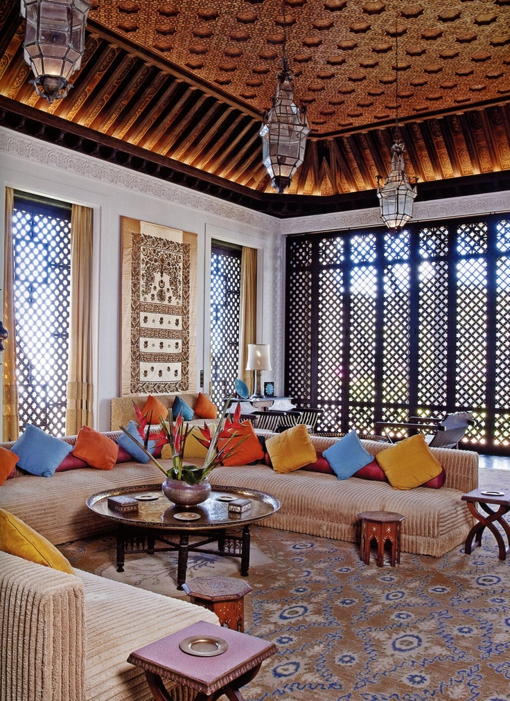 SHANGRI LA HONOLULU DORIS DUKE HOME--WORDS ESCAPE! THIS IS SO DATED 1980S, WITH THE METICULOUSLY PLACED PILLOWS STATEMENT (DON'T SIT DOWN, ARE YOU CRAZY??? YOU'LL RUIN THE PLACEMENT!!) BEST I CAN SAY IS I LIKE THE CEILING, LANTERNS AND WINDOW SCREENS (FOR SOMEBODY ELSE)