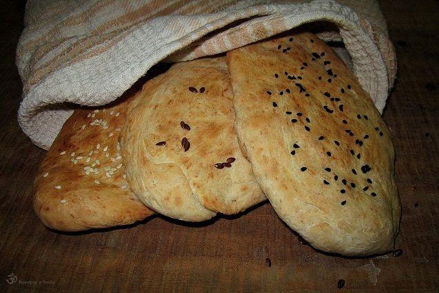 CO POTREBUJETE (na 3ks): (hrncek, ktory som pouzila ako odmerku ma 200ml) 1 a 1/2 hrnceka chlebovej muky (ja som pouzila hlad...