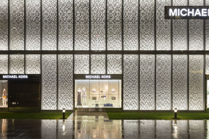 Narrow optic wall grazers are located at the top and bottom of each panel and are coordinated with the reflector angles to create a sense of depth using a pattern of light and shadows across the façade.