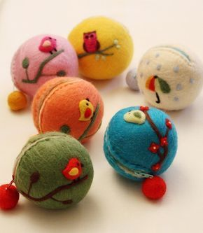 Needle felted coin purses - these are so clever. ♥ Felt Wool Doll TENNIS BALLS