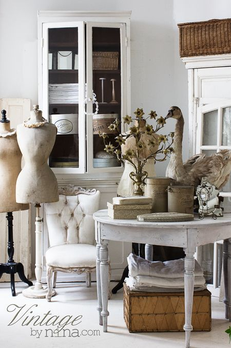 Vintage by Nina : rustic furniture and objects, old mannequins