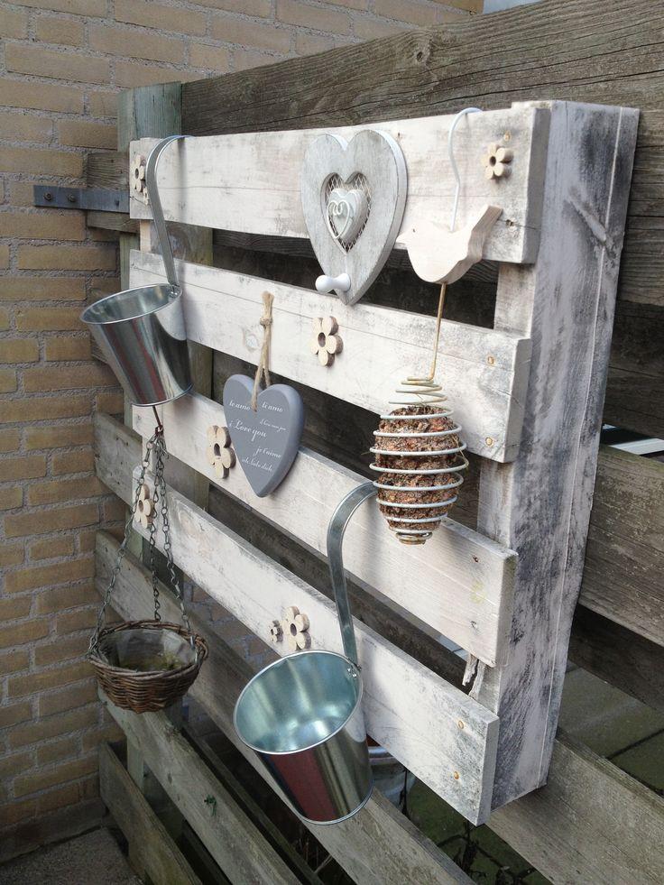 17 best images about pallets enz gardens home and pallets - Versieren van een muur in ...