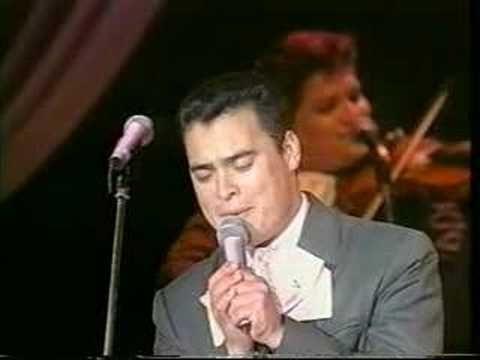 Mariachi Vargas in Japan  Die Japaner lieben Latino-Musik... hier singen die Mariachi Vargas einen Enka-Klassiker auf japanisch