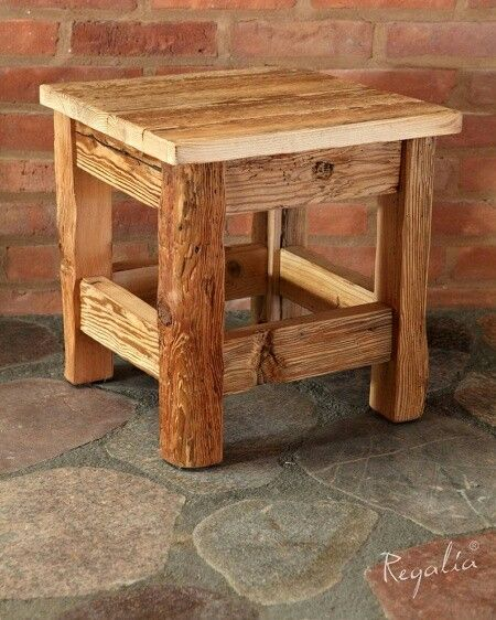 Krzesło wykonane ze starego drewna ręcznie ciosanego.  W naszej produkcji używamy tylko materiałów z odzysku.  #regaliapm #staredrewno #drewno #oldwood #wooden #woodworking #woodworker #stool #pinterist www.regalia.eu