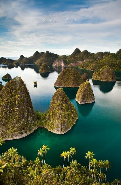 Raja Ampat Islands, Archipelago in Indonesia. Located off the northwest tip of Bird's Head Peninsula on the island of New Guinea, in Indonesia's West Papua province.