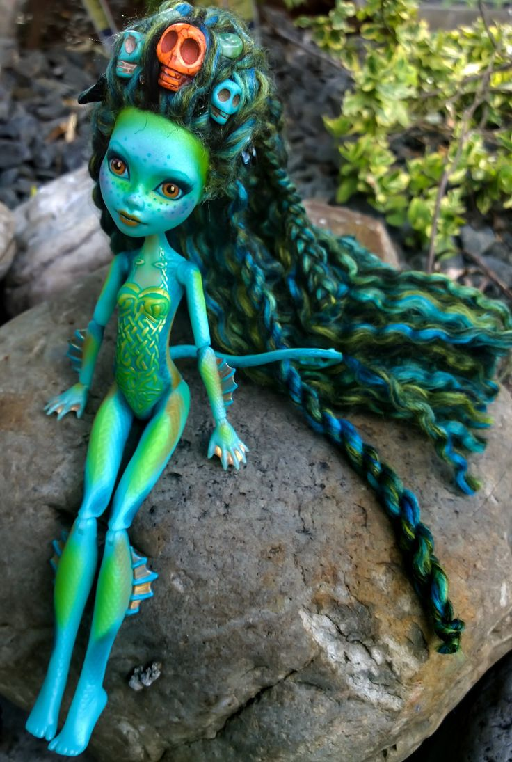 """""""Neries"""" Custom OOAK monster high Lorna McNessie repaint by @ladyspoonart . She is available for purchase in my store. http://ladyspoonart.bigcartel.com/product/neries #lornamcnessie #neries #celticknot #celtic #lochness #lochnessmonster #irish #seamonster #monsterhigh #custommonsterhighdoll #custommonsterhigh #ooakmonsterhigh #ooakdoll #artdoll #monsterhighdoll #rerroot  #faceup #monsterhighreroot #monsterhighrepaint #monsterhighfaceup #growndaughterswithdolls"""