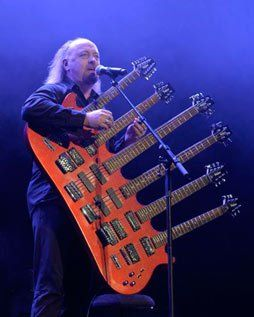 Bill Bailey and his guitar