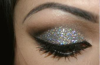 Sparkles above the eye