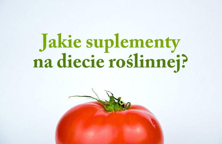 """Niektóre składniki odżywcze powinniśmy suplementować niemal wszyscy,niezależnie od naszej diety. Nie jestem zwolennikiem suplementacji """"na wszelki wypadek"""", czy brania suplementów jak popadnie. Po pierwsze ogromna ilość suplementów na rynku jest po prostu słabej jakości, ilości składników w suplementach często nijak mają się do zaleceń instytucji zdrowotnych i suplementy takie są stratąpieniędzy. Po drugie większość popularnych…"""