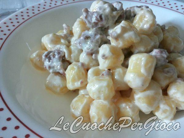 Gnocchi panna e salsiccia, ricetta base gnocchi