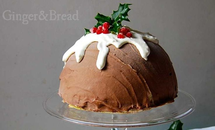 Let's be honest: Christmas pudding is not everybody's first choice for dessert. But it just looks amazing, sitting there in its sheer indulgence – a traditional English Christmas …