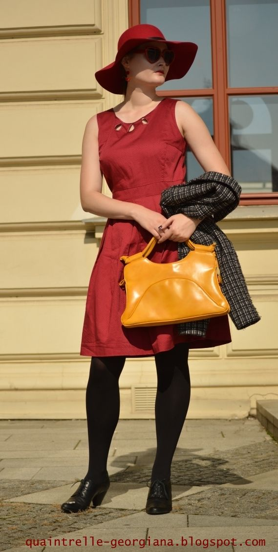 Outfit in autumn colours with yello vintage handbag and bordeau hat and Orsay dress.   What does it take to be a fashion blogger?   Czech fashion blog Georgiana Quaint   http://quaintrelle-georgiana.blogspot.cz/2017/09/bloggers-jobs.html