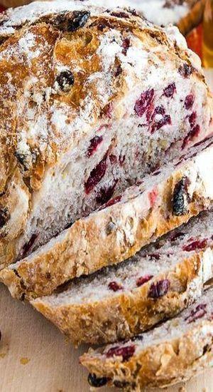 No-Knead Cranberry Honey Walnut Handwerker Brot