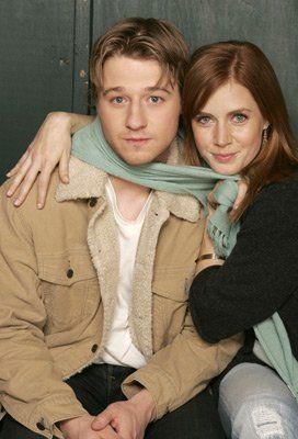 Amy Adams and Ben McKenzie at event of Retratos de Família (2005)