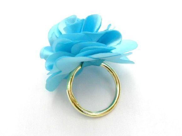 Lindo porta guardanapo em formato de flor feito em tecido para festas de casamento, bodas ou aniversários. Tamanho G R$ 6,00