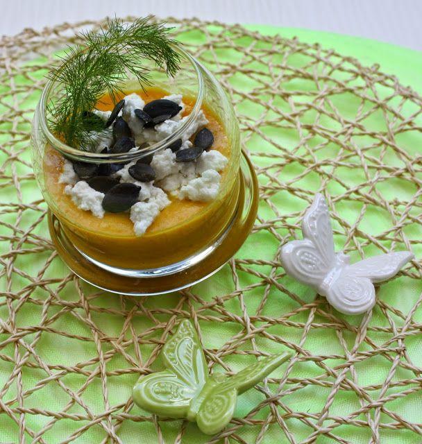 Crema fredda di peperoni con ricotta e semi di zucca Per la ricetta: http://www.frittomistoblog.it/2015/05/crema-fredda-di-peperoni-con-ricotta-e.html
