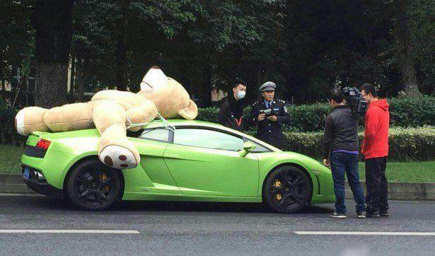Lamborghini Gallardo Driver Fined in China for Carrying Massive Teddy Bear!
