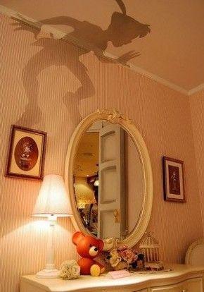 uitgeknipte peter pan bovenop lampenkapje; net echt!