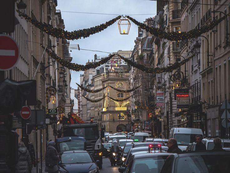 Taxis are busy #taxis #christmasdecor #xmaslights #topeuropephoto #topparisphoto #topfrancephoto #gf_france #pariscartepostale #IgersParis #francevacations #parisjetaime #parismaville #igersfrance #ig_paris #pariscityvision #sky #super_france #visitlafrance #LOVES_FRANCE_ #paris #Geo_plc #paris #hello_france #france4dreams #pariscartepostale #hello_worldpics #architecture #winter #MonHiveràParisRegion