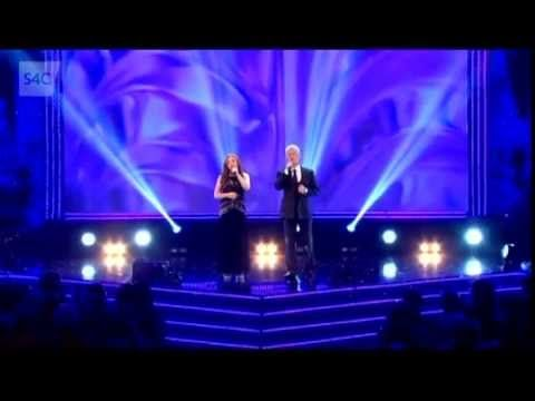 Jodi Bird and Rhydian Roberts perform 'The Prayer'