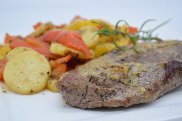 Dominique's kitchen: Ossobucco van lam met ansjovis en paprika - Lamb o...µOSSOBUCCO VAN LAM MET ANSJOVIS EN PAPRIKA LAMB OSSOBUCCO WITH ANCHOVY AND BELL PEPPER   Nieuwsgierig naar het recept? Klik op onderstaande foto. Curious for the recipe? Click on the picture below.   #lamsvlees #lamb #ossobucco #ansjovis #anchovy #knoflook #garlic #citroen #lemon #aardappelen #potatoes #paprika #bellpepper