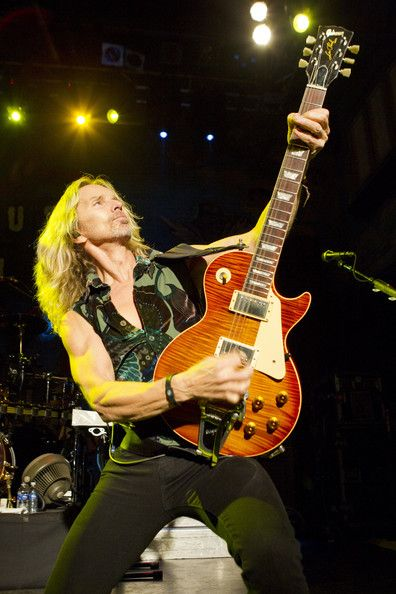 Tommy Shaw Photos - Styx In Concert - Zimbio