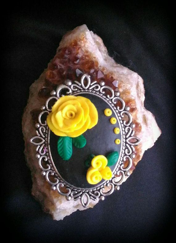 Necklace yellow flower https://www.etsy.com/it/listing/498455585/necklace-yellow-rose