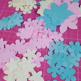 ARTES DA NANDA DA BAHIA : Flores e borboletas de papel