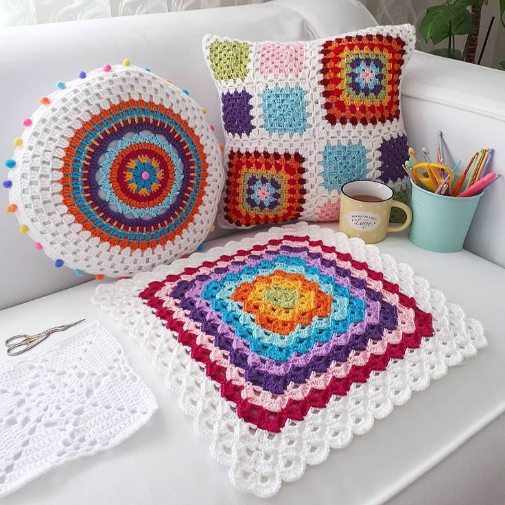"C R O C H E T on Instagram: ""❤ @_yaprakyildiz #welovecrochet #instagram #crochet #crocheting #yarn #knitting #crochetsquare #blanket #instacrochet #crochetaddict…"""