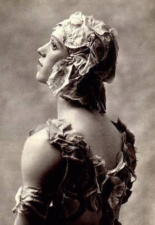 Le Spectre de la Rose (1911) - Une fleur immortelle (THIS is Nijinksky. See what I mean?)