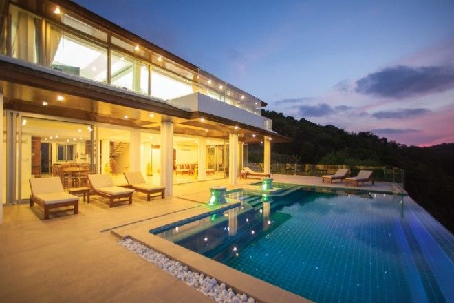 The open plan living area is fronted by a large infinity pool with stunning views over the bay. Villa has four large bedroom suites with king sized beds, all with free standing baths and separate showers.