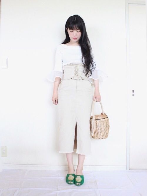 ホワイト×ベージュにグリーンを差し色に! この靴は一目惚れでした😍 この夏いっぱい履きたい! けど
