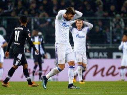 O Schalke 04 desperdiçou este sábado a oportunidade de ascender ao segundo lugar da liga alemã de futebol, ao empatar a um golo na visita ao Borussia Mönchengladbach, em jogo da 15.ª jornada da prova. http://sicnoticias.sapo.pt/desporto/2017-12-09-Schalke-04-empata-e-desperdica-hipotese-de-subir-ao-segundo-lugar-da-Bundesliga
