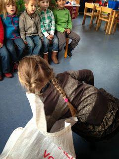 Klasblog van de 2de kleuterklas: Sinterklaas / Voelzakje met de kledij van Sint & Piet