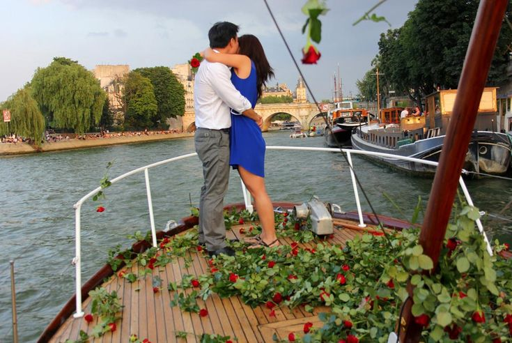 A romantic Paris proposal on the Seine while being showered in