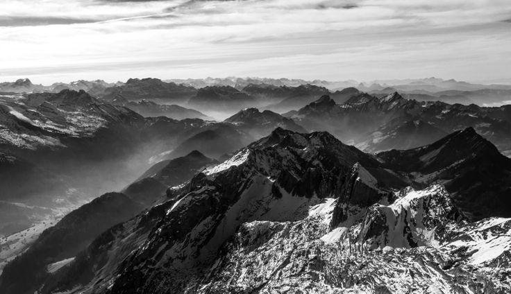 Mendiak zuri-beltzean (Mountains in B)