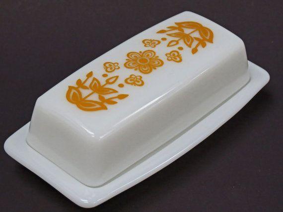 Vintage Pyrex Butter Dish Harvest Gold by MidniteGalaxyVintage, $8.99 #pyrex #vintage #vintagepyrex #midcentury #harvestgold