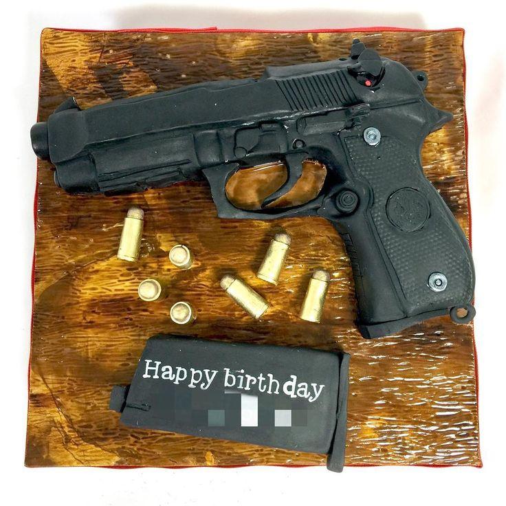 モデルガン型ケーキ #モデルガン #拳銃 #ベレッタ #ベレッタm9a1 #弾 #誕生日ケーキ #拳銃ケーキ #特殊ケーキ #ケーキ #beretta #modelgun #gun #guncake #bullet #man #birthday #cake #gateau #torta #japanesemade #handmade #