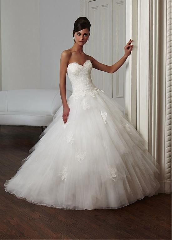 Elegant Tulle Sweetheart Neckline Dropped Waistline Ball Gown Wedding Dress With Lace Appliques
