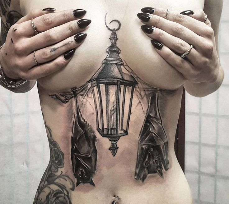 awesome Laterne & Fledermäuse Underboob Tattoo