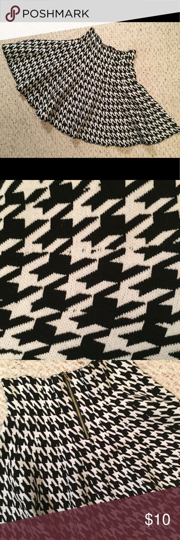 Circle skirt Stretchy, black and white. Never been worn Skirts Circle & Skater