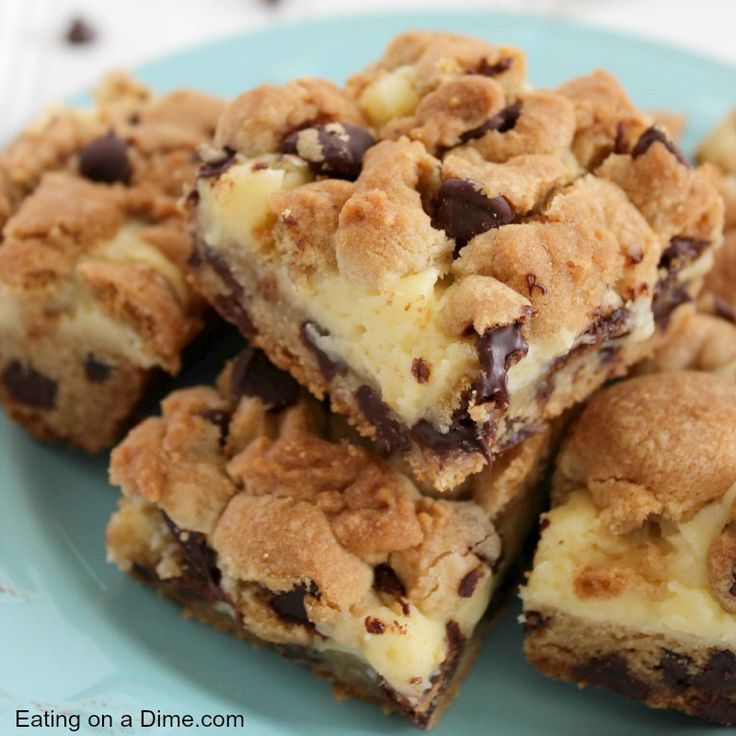 chocoalte chip cheesecake bars square