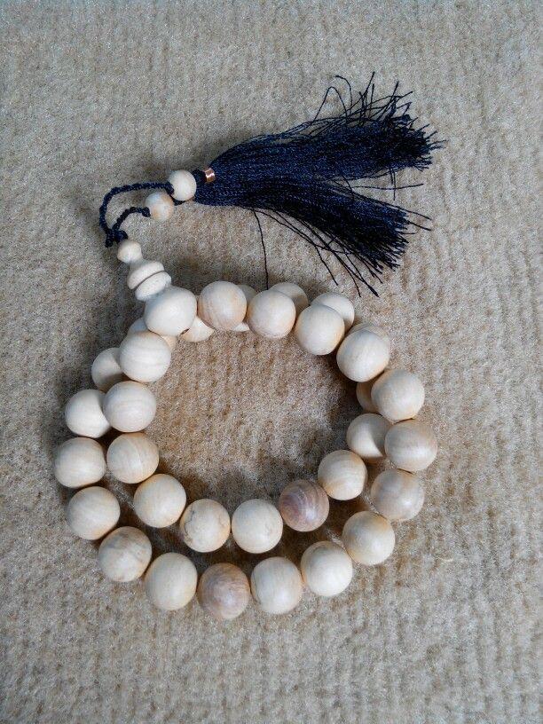 Tasbih Cendana 12mm isi 33 butir. Check www.indonesianhandycraft.com Or +6281310620913 Bbm 54A4EEA2