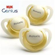 Chupetas NUK Genius em látex. Pack composto por 3 chupetas com anel dourado. Veja a disponibilidade dos tamanhos na loja www.chupetascomnome.com