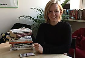 This Woman Reads 100 Books In A Month (And How You Can Too)