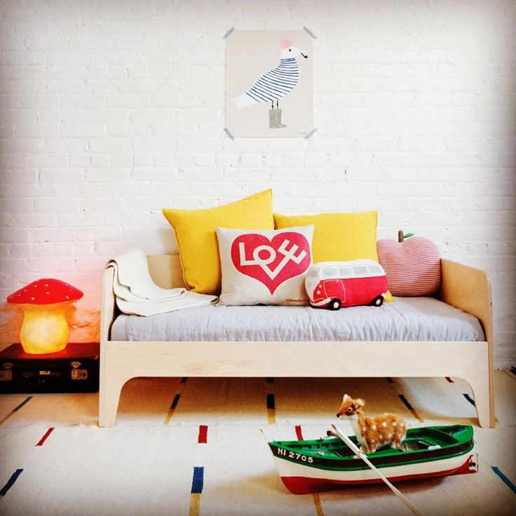 Voici le lit Junior Perch de la jolie marque new-yorkaise @oeufnyc  un design moderne et astucieux pour ce lit de transition  Nouveau sur @revesetmerveilles  #perch #lit #nouveau #enfants #kids #kidsroom #kidsfurniture #design #kidsfashion #deco #furnituredesign #kidsdesign #enfants #mobilier #décoration #decor #eshop #paris #instadecor #decor #bedroom #instapic #instakids #interiordesign #designer #kidsroom #new #newyork #oeufnyc
